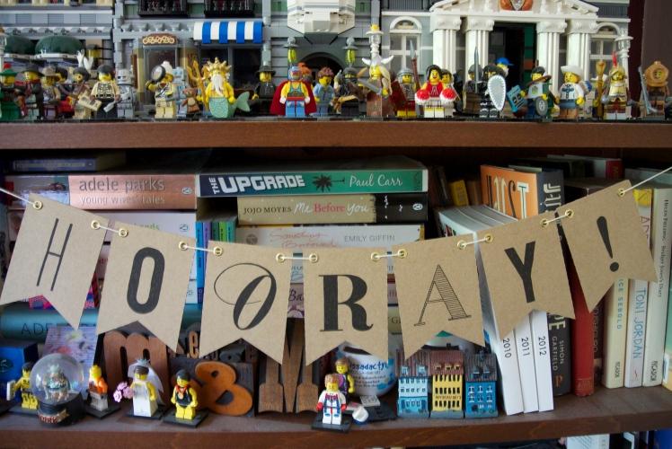 Bookcase garland