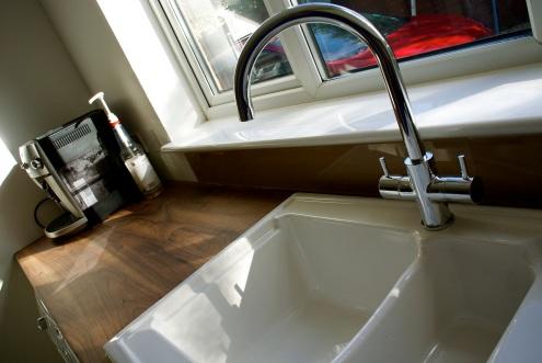 Ceramic sink, and coffee machine